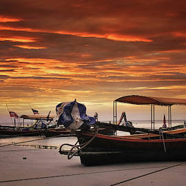 Thai boat on the beach, sunset by Masha Lince