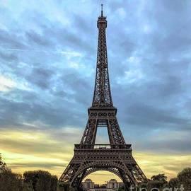 Luther Fine Art - The Eiffel Tower - Paris