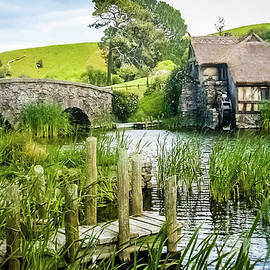 The Hobbiton by Lyl Dil Creations
