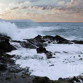 The rage the waves and the rocks by Jeff Swan