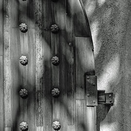 Tlaquepaque Door 8455-101917-3cr-bw by Tam Ryan
