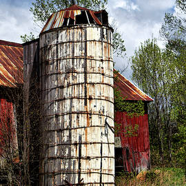 Vermont Farmhouse Silo  by Betty Pauwels