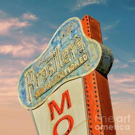 Vintage Lakeland Motel by Lenore Locken