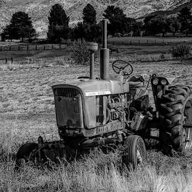 Vintage Tractor In Honeyville Bw by David King
