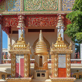 Wat Liab Phra Ubosot Boundary Stone And Memorial Chedi Dthu0746 by Gerry Gantt