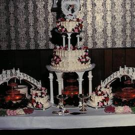 Wedding Cake Heart Shape by Paul - Phyllis Stuart
