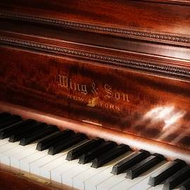 Who's Gonna Play That Old Piano? by Jack Wilson