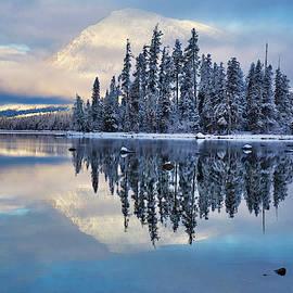 Lynn Hopwood - Winter colors on Lake Wenatchee