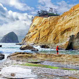 ocean cliffs Cape Kiwanda Pacific City Oregon USA by Robert C Paulson Jr
