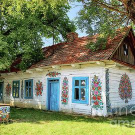 Zalipie Cottage by Kasia Bitner