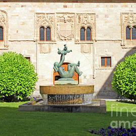 Zamora Momos Palace by Nieves Nitta