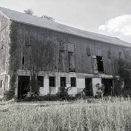 Abandoned Barn by Paul Kercher