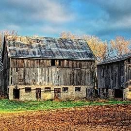 Governors Road Barn by Chuck Burdick
