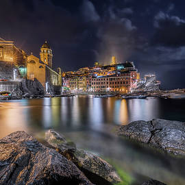 Night on Vernazza by Giovanni Laudicina