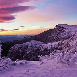 Ocolasu Mare peak by Cosmin Stan