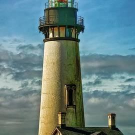 Yaquinna Head Lighthouse by Beautiful Oregon