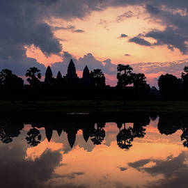 Angkor wat silhouettes at sunrise by Sergio Florez Alonso