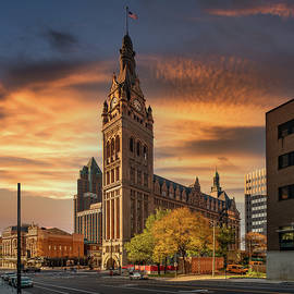 Milwaukee City Hall by Randy Scherkenbach