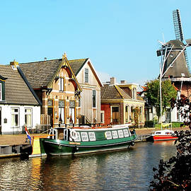 A quiet day at the canal by Juergen Hess