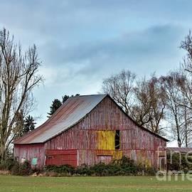 Abandoned Barn by Beautiful Oregon