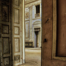Abandoned noble residence by Rita Di Lalla
