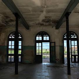 Abandoned railway station hall by RicardMN Photography