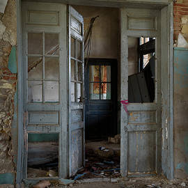Abandoned railway station office by RicardMN Photography