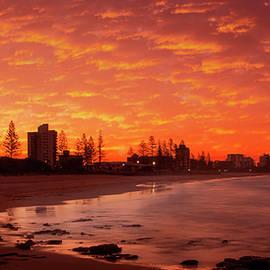 Alexandra headland sunset by Warwick Lowe