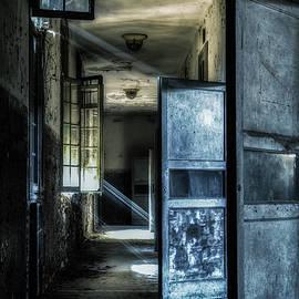 Along the great corridor by Rita Di Lalla