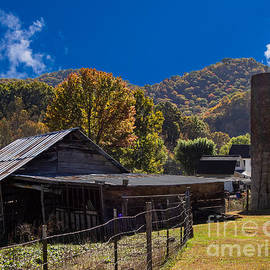 An Old Farm in the Blue Ridge Mountains by L Bosco
