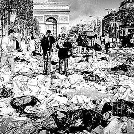 Avenue des Champs-Elysee  during the Paris marathon.  by Cyril Jayant