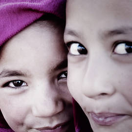 Balti girls by Murray Rudd