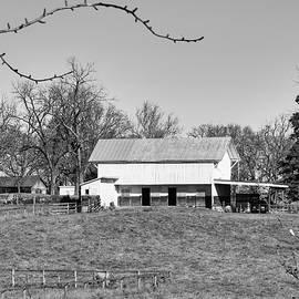 Barn At Blandy Farm - BW by Daniel Beard