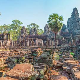 Bayon Temple Angkor Wat by Rob Hemphill
