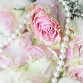 Bridal flowers by Katia Kovan