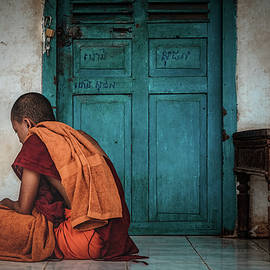 Buddhist monk sitting in the temple by Sergio Florez Alonso