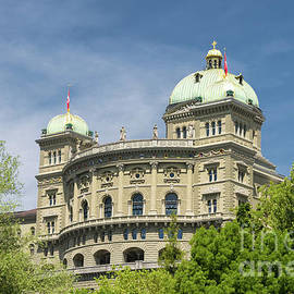 Bundeshaus in Bern by Michelle Meenawong