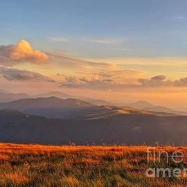 Carpathian landscape by Julia Bernardes