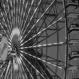 casino Pier Ferris Wheel Ride by Srinivasan Venkatarajan