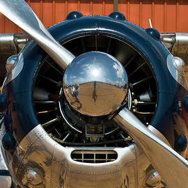 Cessna 195 Spinner by John Slemp