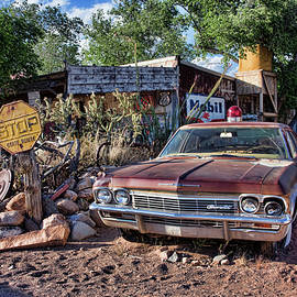 Chevrolet Impala Streifenwagen in Hackberry in Arizona by Peter-Michael Von der Goltz