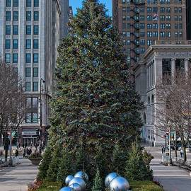 Chicago Christmas Tree by Steven Ralser