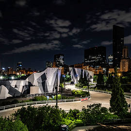 Chicago's Maggie Daley park and skyline by Sven Brogren