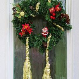 Christmas Door Wreath by Lesley Evered