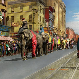 City - NY - The circus is coming to town 1920 by Mike Savad