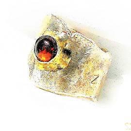 Clasper Ring with Garnet by Samuel Zylstra