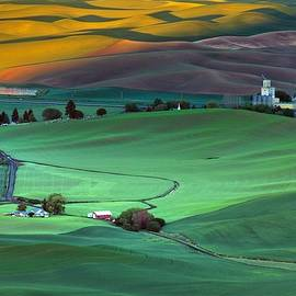 Color variations on the Palouse by Lynn Hopwood