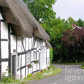 Cottages On The Corner - Wherwell by Lesley Evered