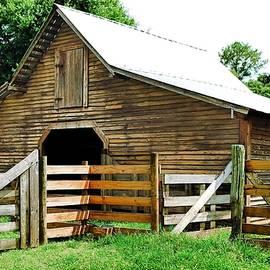 Country Barn by Rick Davis