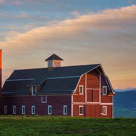 Danny's Barn At Sunset by Darren White
